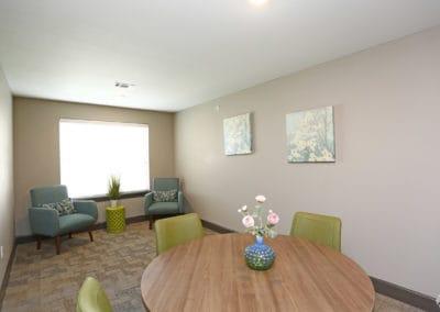 sansom-pointe-senior-sansom-park-tx-hallway-sitting-area